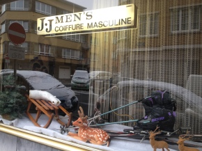 The Hairdresser's Window – Le ski